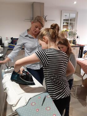 Toni Teaching crafting-1